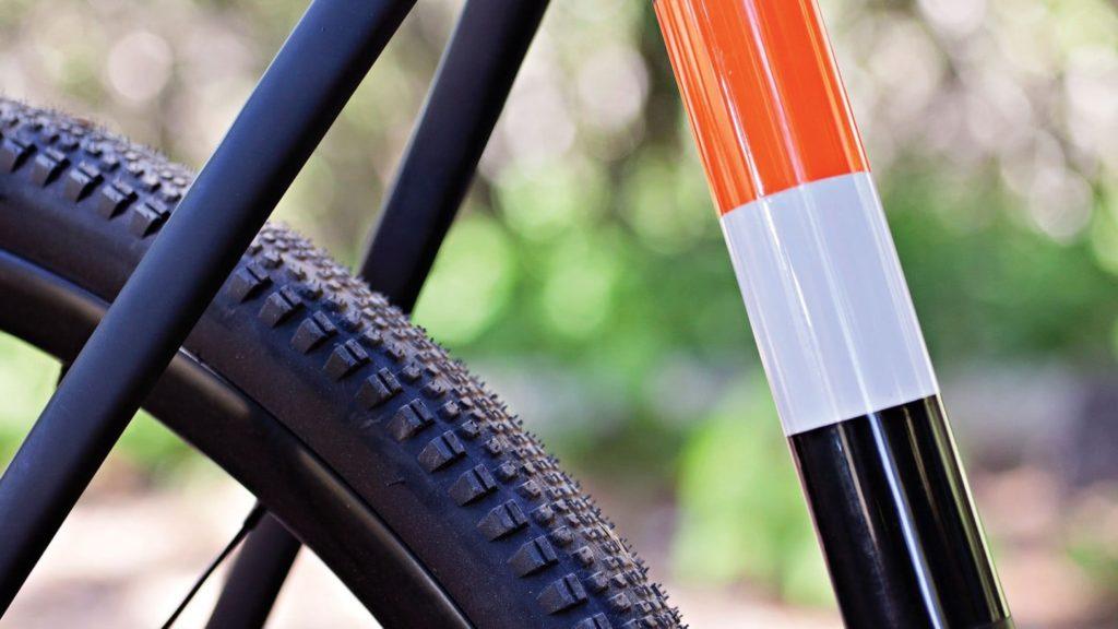 Posteriore di una bicicletta gravel in carbonio