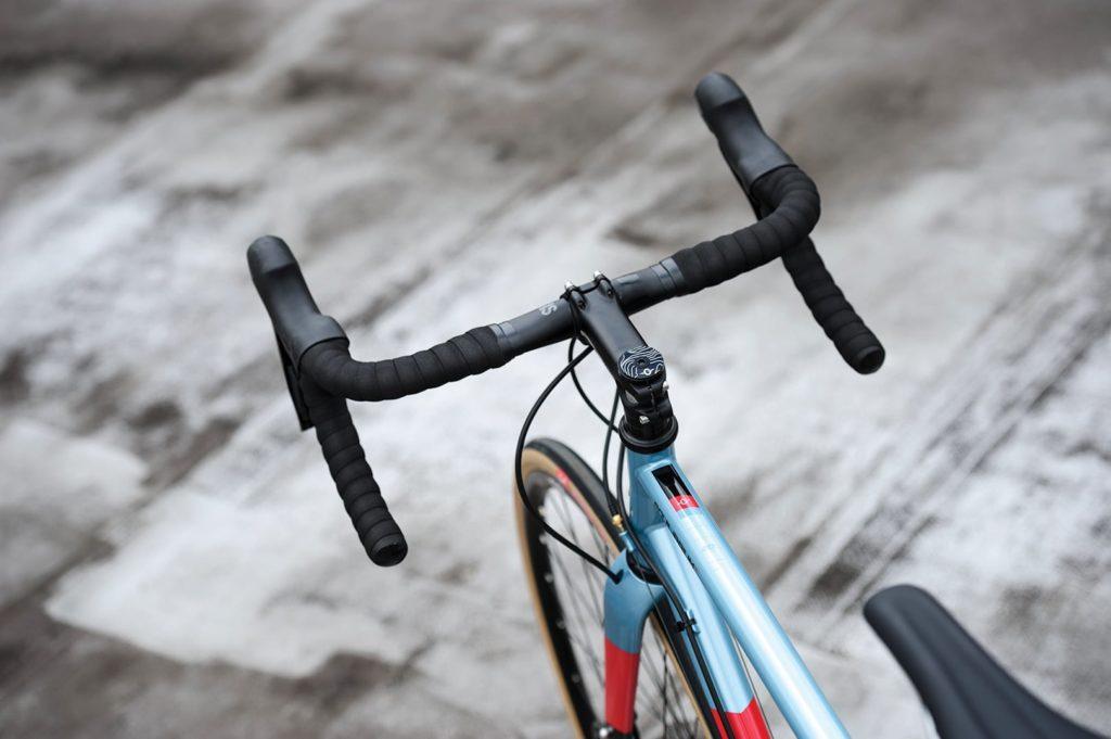 Bicicletta gravel in acciaio marchio Genesis